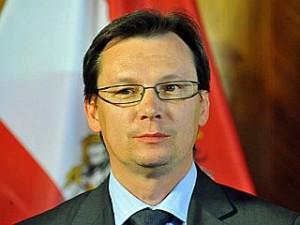 "PK SPÖ ""Entlastungsmaßnahmen"" mit u.a.Darabos Photo: Michaela Bruckberger"