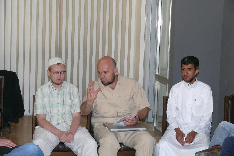 Muneeb Hasan Alrawi s Lukášem Větrovcem přednášejí českým muslimům
