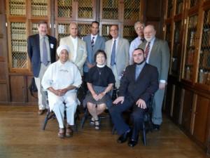 Autor a židé, křesťané a muslimové ze skupiny pro mezináboženský dialog při národní katedrále