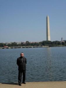 Autor u řeky Potomac