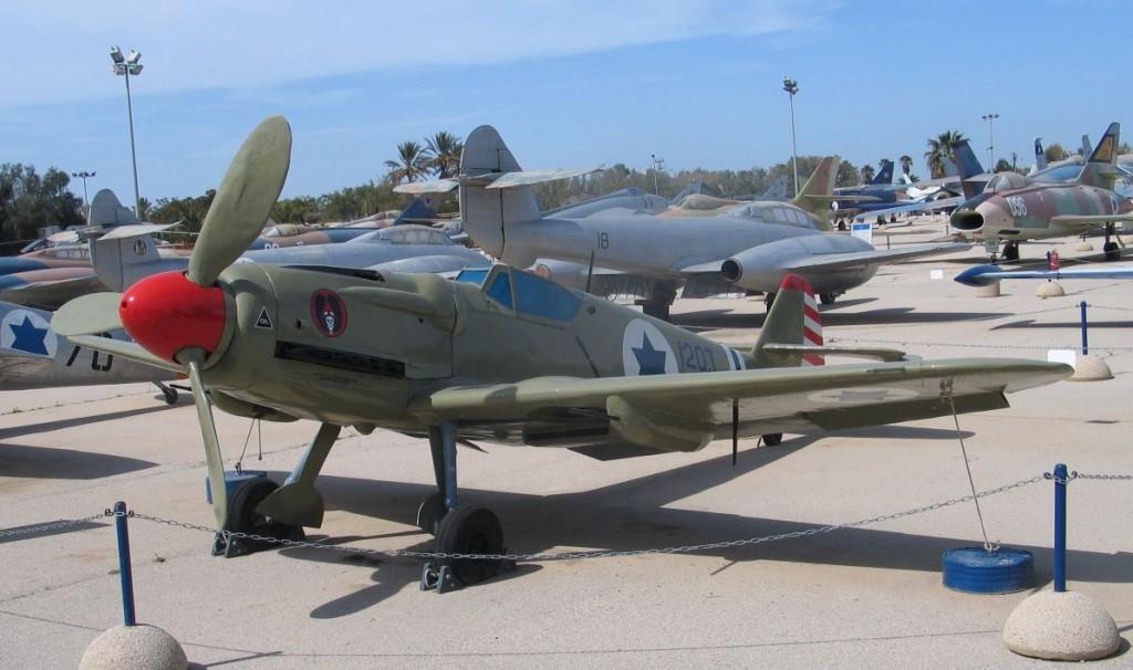 Původně československá Avia S-199 v barvách izraelského vojenského letectva. Zdroj. Wikimedia Commons, licence CC-BY-SA-3.0