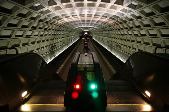 web-Stations-WashingtonDC-Metro-dreamstime_14046391