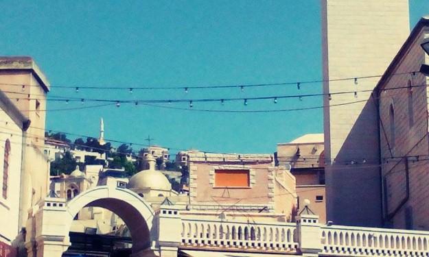 První výhled na strmý kopec, přesně tam leží Nazareth.