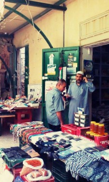 Nazareth je především arabské město a při návštěvě súku si můžete koupit suvenýry, oběd, oblečení nebo koření. Jen si dejte pozor, kdo na súk jednou vstoupí,jen tak lehce nevystoupí...