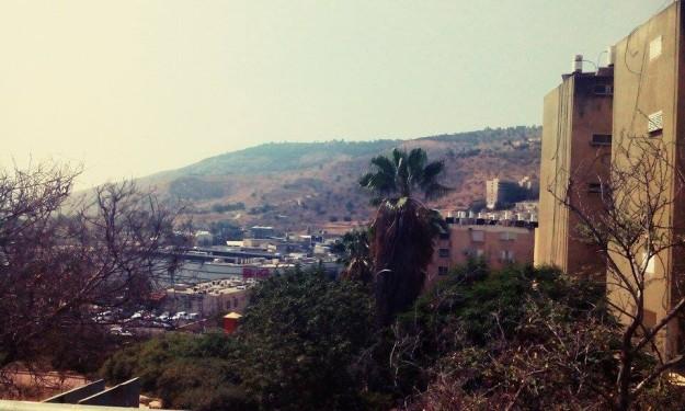 Tiberias je jedno z nejníže položených měst. I když jeho velká část leží v horách, výška není nadmořská, ale podmořská.