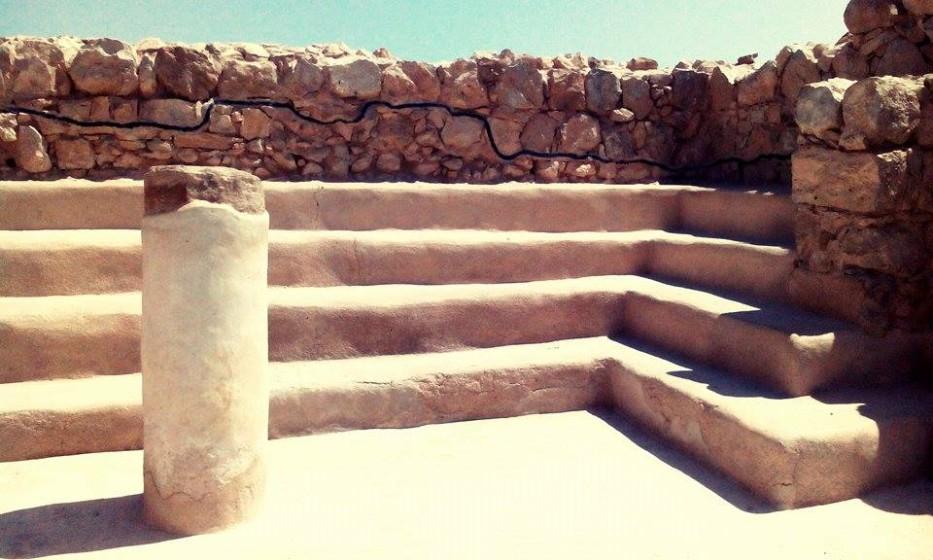Masada je skalní  pevnost, kterou vznikla asi 100 let př.n.l. Herodes ji považoval za ideální útočiště během případných židovských povstání. Vybudoval tu důmyslný systém zavlažování. Nechal vystavět celou řadu kostelů a modliteben. Bazény, lázně, spžírny...