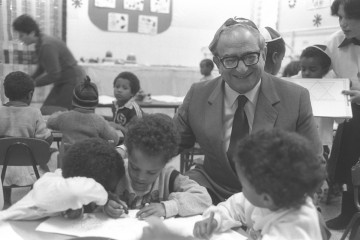 Flickr_-_Government_Press_Office_(GPO)_-_MIN._OF_EDUCATION_AND_CULTURE_YITZHAK_NAVON_VISITING_A_KINDERGARTEN_CLASS_OF_YOUNG_IMMIGRANTS_FROM_ETHIOPIA
