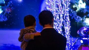 749050992-brauchtum-weihnachten-paris-1lcoOzvNxIef