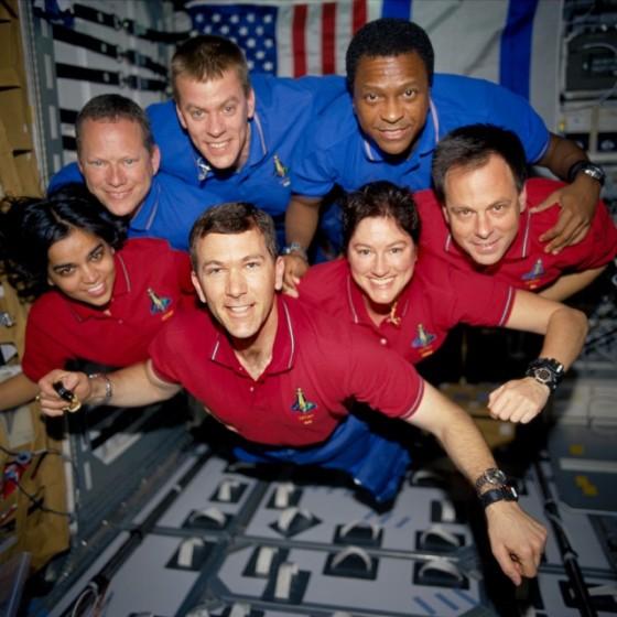 Posádka mise STS-107. Ramon je první zprava.
