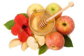 honey with apple for Rosh Hashanah – jewish new year