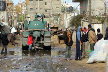 Clearing_sewage_from_street_in_Gaza416