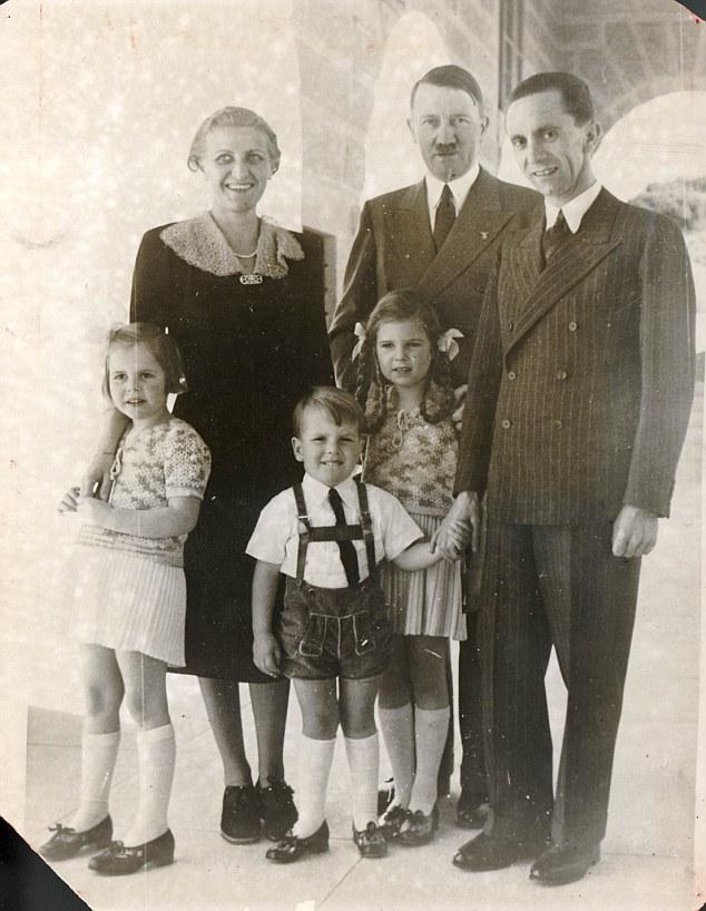 Magda Goebbelsová s manželem Josephem, dětmi a Adolfem Hitlerem v Orlím hnízdě v roce 1938, zdroj: Spolkový archiv