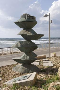Památník Chajima Arlozorova na pláži v Tel Avivu u místa, kde byl smrtelně zraněn
