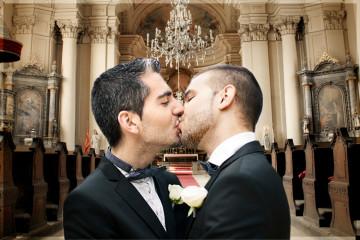 gay_couple_church