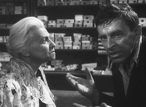 2_Ida Kamińska a Jozef Kroner v oscarovém filmu Obchod na korze režisérů Jána Kadára a Elmara Klose_foto NFA_repro zdarma
